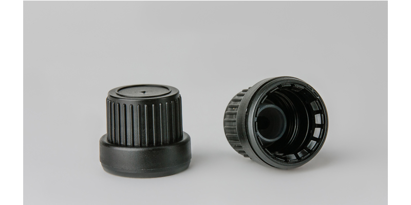 DIN 18 screw caps with pourer, tamper evident
